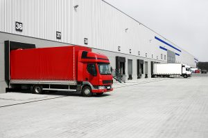auren A truck leaves the warehouse. מקור משאית יוצאת ממחסן